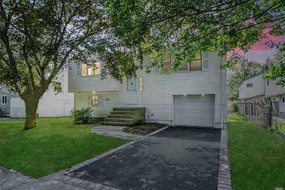 Huntington Single Family Home For Sale: 11 Juanita Ave