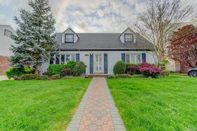 Nassau County Single Family Home For Sale: 207 Sussex Rd
