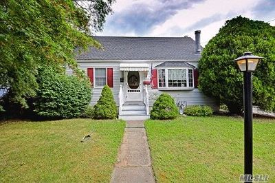 Suffolk County Single Family Home For Sale: 265 Earle St