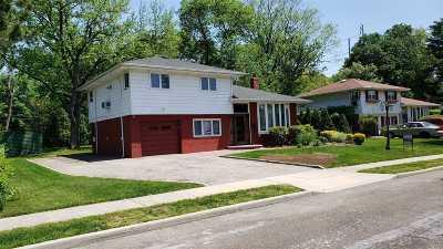 Jericho Single Family Home For Sale: 321 Woodbridge Ln
