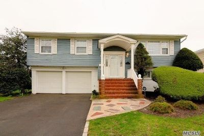 Suffolk County Single Family Home For Sale: 127 Sunset Dr