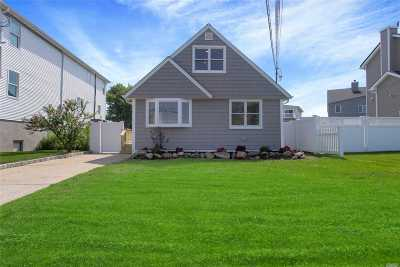 Suffolk County Single Family Home For Sale: 437 S Little East Neck Rd