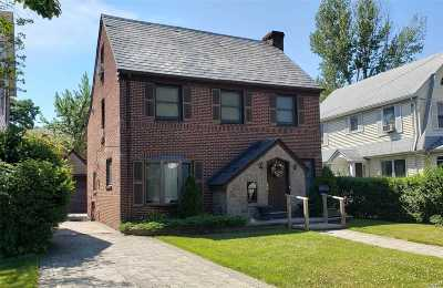 Queens County Single Family Home For Sale: 33-44 171 St