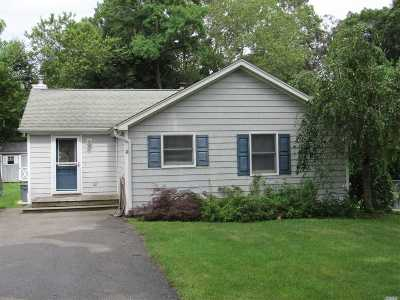 Suffolk County Single Family Home For Sale: 74 Park Rd