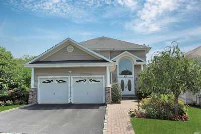 Suffolk County Single Family Home For Sale: 89 Redan Dr
