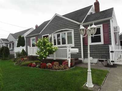 Copiague Single Family Home For Sale: 314 Pleasantview Ct