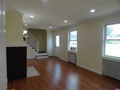 Hempstead Single Family Home For Sale: 6 Angevine Ave