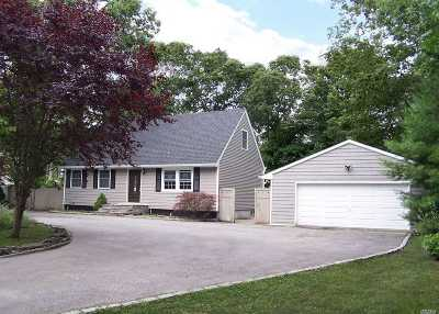 Suffolk County Single Family Home For Sale: 19 Roberts Rd