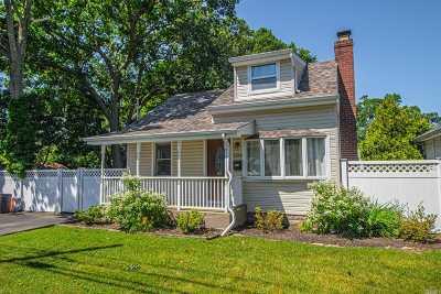 Bay Shore Single Family Home For Sale: 1366 Pine Acres Blvd