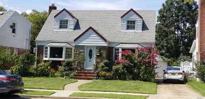 New Hyde Park NY Single Family Home For Sale: $749,000
