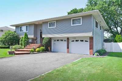 Plainview Single Family Home For Sale: 184 Roxton Rd