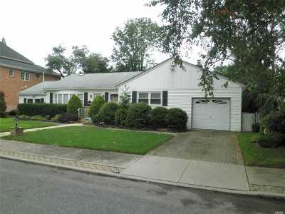 Douglaston Single Family Home For Sale: 53-15 241st St