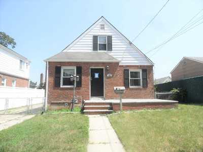 Valley Stream Single Family Home For Sale: 18 S Frank St