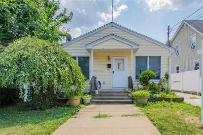 Hempstead Single Family Home For Sale: 24 Wellington St