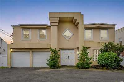 Single Family Home For Sale: 3205 Shore Dr