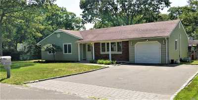 Ronkonkoma Single Family Home For Sale: 106 Clarendon Rd