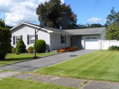 Ronkonkoma Single Family Home For Sale: 127 Patchogue Rd