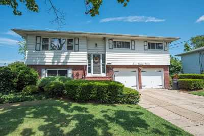West Islip Single Family Home For Sale: 714 Everdell Ave