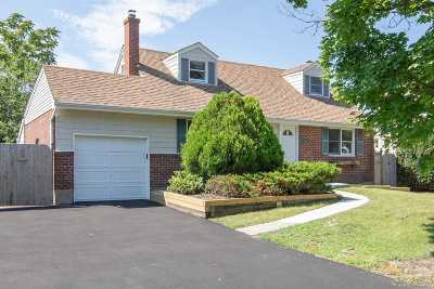 E. Northport Single Family Home For Sale: 82 Elberta Dr