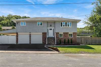 Bethpage Single Family Home For Sale: 6 Thorne Ct