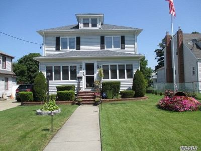 Patchogue Single Family Home For Sale: 181 Carman St