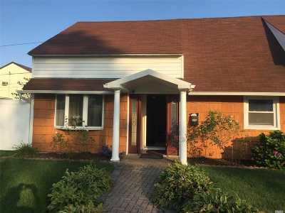 Westbury Single Family Home For Sale: 63 Choir Ln