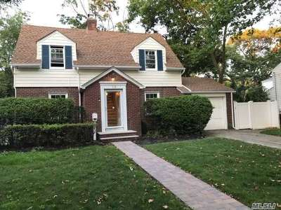 Freeport Single Family Home For Sale: 10 Beverly Pkwy