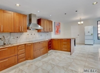 Manhasset Condo/Townhouse For Sale: 133 Darters Ln