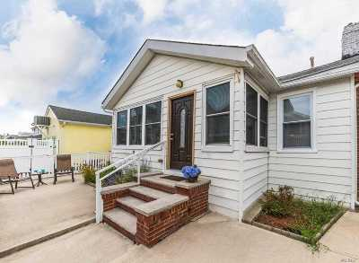 Long Beach Single Family Home For Sale: 13 August Walk
