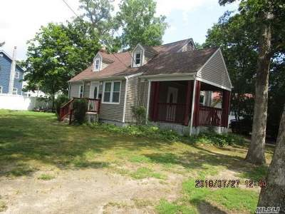 Wheatley Heights Single Family Home For Sale: 71 Andrews Ave