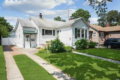 Bellmore Single Family Home For Sale: 418 Lakeview Rd