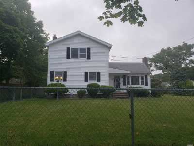 Patchogue Single Family Home For Sale: 75 Clark St