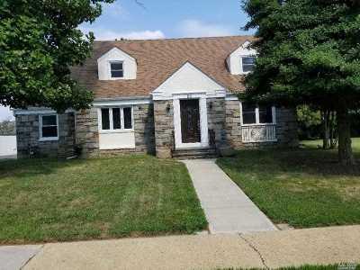 Freeport Single Family Home For Sale: 85 Westside Ave