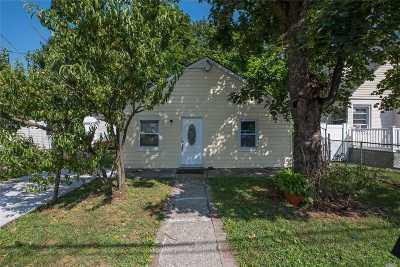 Hempstead Single Family Home For Sale: 287 Harvard St