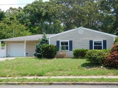 Selden Single Family Home For Sale: 71 S Bicycle Path