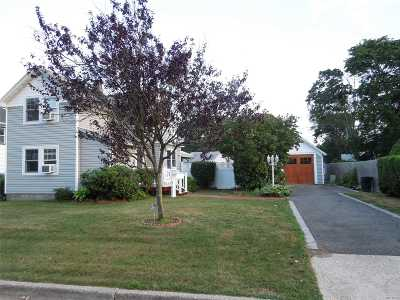 Patchogue Single Family Home For Sale: 84 E Lakewood St