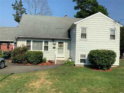 Bay Shore Single Family Home For Sale: 1423 Ackerson Blvd