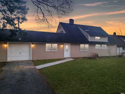 Wantagh Single Family Home For Sale: 127 Duckpond Dr