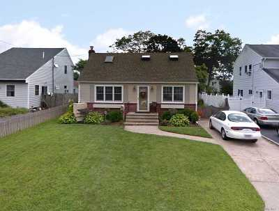 Islip Terrace Single Family Home For Sale: 18 Karp Dr