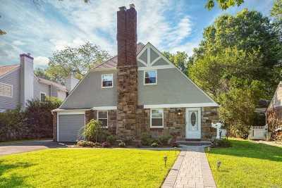 Garden City Single Family Home For Sale: 36 Kingsbury Rd