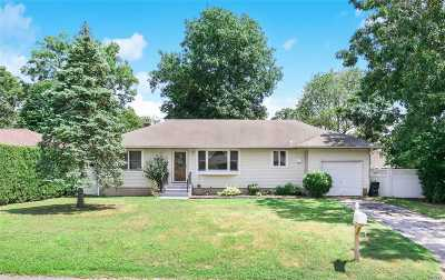 Center Moriches Single Family Home For Sale: 71 Holiday Blvd