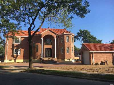 Fresh Meadows Single Family Home For Sale: 189-22 Peck Ave