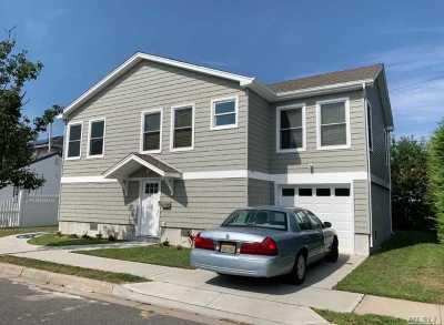 Long Beach Single Family Home For Sale: 61 Dalton St