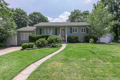 Commack Single Family Home For Sale: 2 Grand Haven Dr