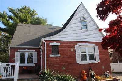 Hempstead Single Family Home For Sale: 76 Patterson Ave