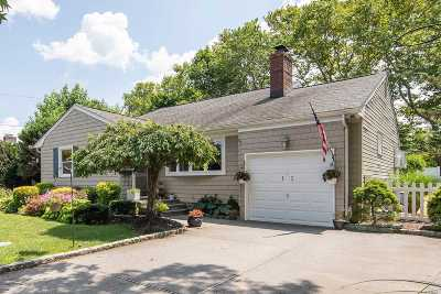 Syosset Single Family Home For Sale: 12 Gainsboro Ln