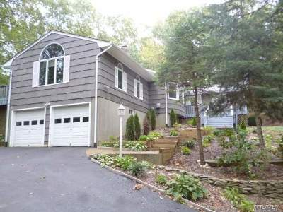 Huntington Single Family Home For Sale: 15 Woods Ct
