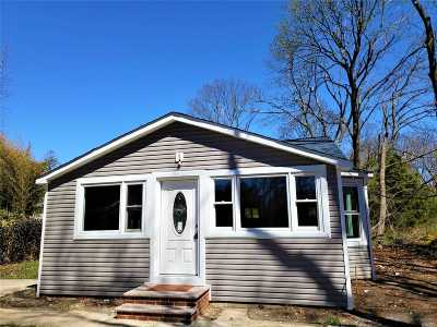 Bayport Single Family Home For Sale: 405 Middle Rd