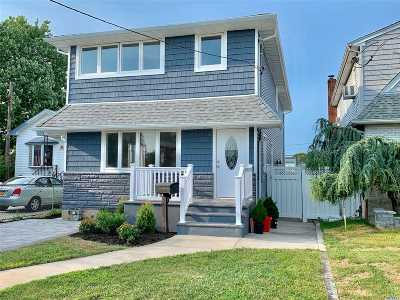 Franklin Square Single Family Home For Sale: 946 First Ave