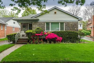 Fresh Meadows Single Family Home For Sale: 71-42 170th St